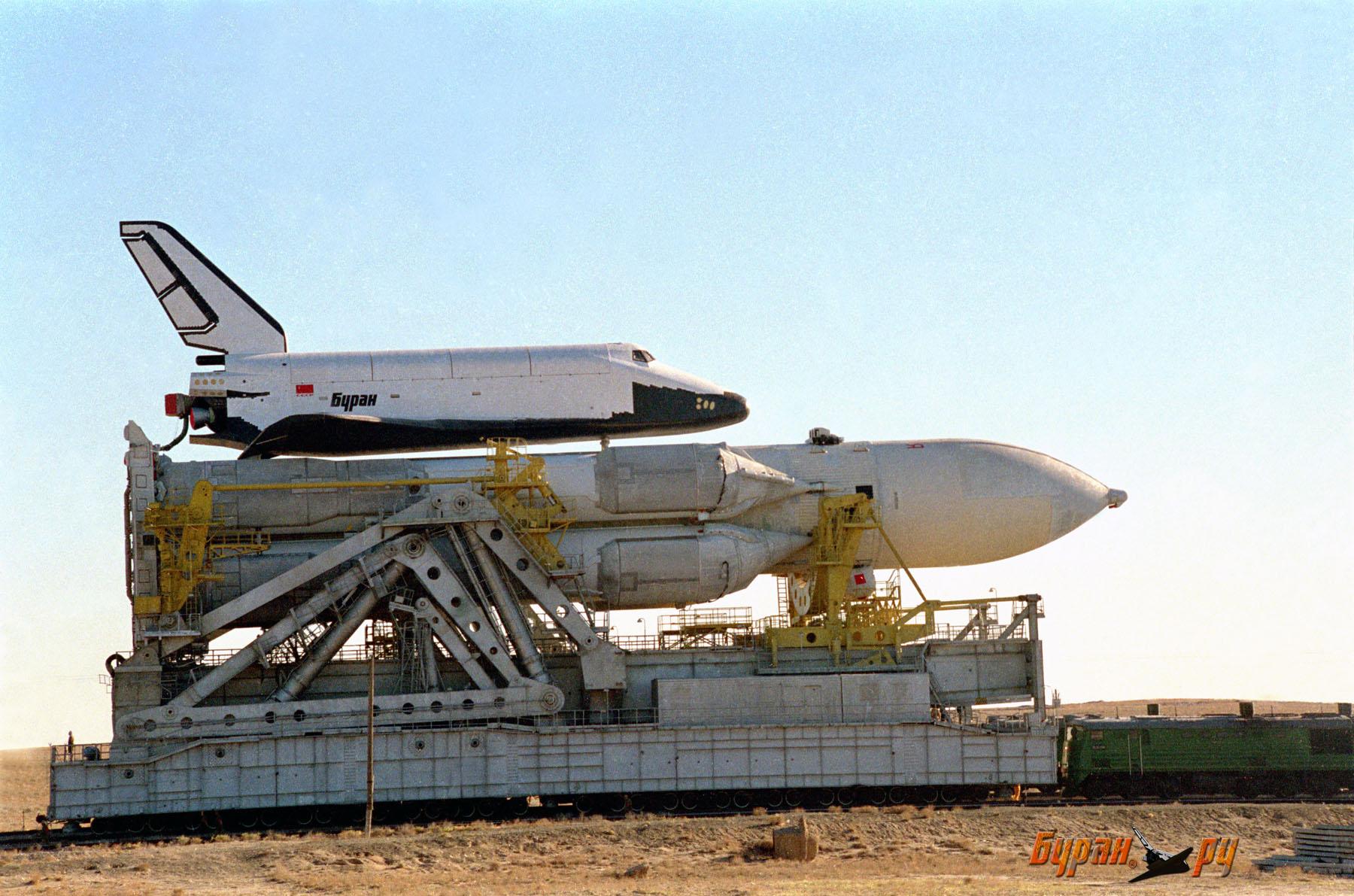 """Космодром Байконур.  Чего не видят туристы.  Ракета  """"Энергия-М """" ."""