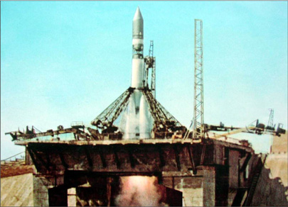 Старт космического корабля Восток-1 с космонавтом Юрием Гагариным на борту, СССР, 1961 год.